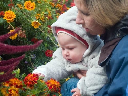 baby mom flowers resized smaller